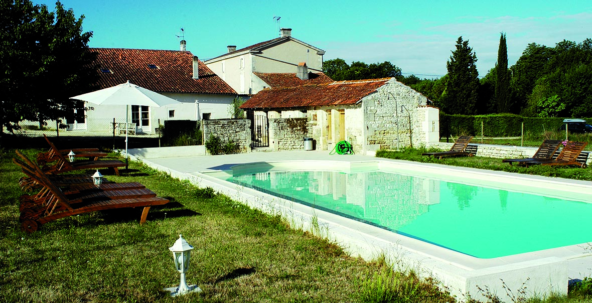 Holidays with swimming pool in France